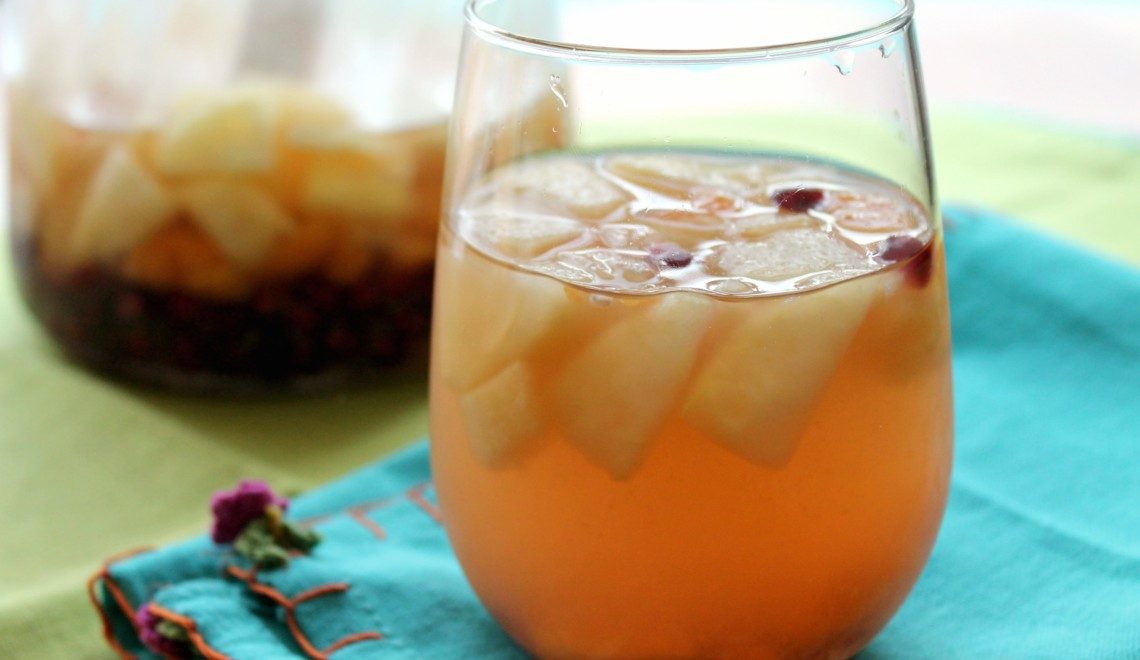 How to make a basic white sangria