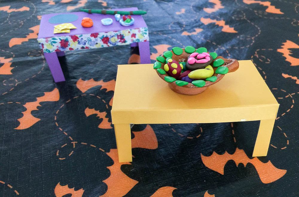 How to make a paper table via Spanglish Spoon